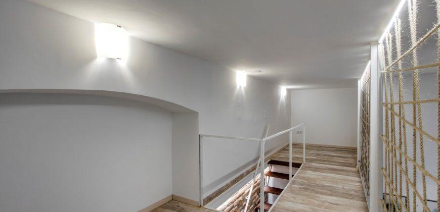 Podmaniczky utcában eladó teljesen felújított lakás!